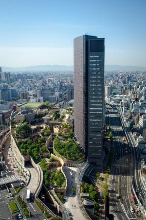 «visyachie sady» na kryshe torgovogo kompleksa osaki «Висячие сады» на крыше торгового комплекса Осаки