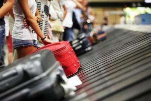 sotrudniki aeroporta nyu iorka popalis na kraje sumochek Сотрудники аэропорта Нью Йорка попались на краже сумочек