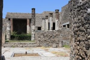 turisty pytalis ukrast artefakt vesom v 30 kg iz pompei Туристы пытались украсть артефакт весом в 30 кг из Помпеи