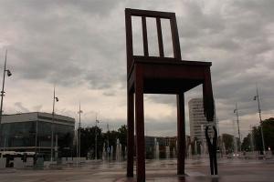 putin dopolnil simvol mira v jeneve Путин дополнил символ мира в Женеве