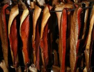 polsha zashishaet kopchenuyu rybu Польша защищает копченую рыбу