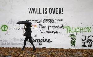 stenu djona lennona v prage zakrasili Стену Джона Леннона в Праге закрасили