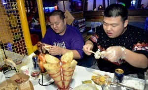 kitaiskii restoran sdelaet skidku tolstym klientam Китайский ресторан сделает скидку толстым клиентам