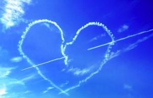 pilot narisoval v nebe dva serdca Пилот нарисовал в небе два сердца
