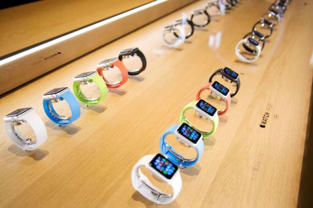 Apple prodala za sutki okolo milliona Apple Watch Apple продала за сутки около миллиона Apple Watch