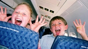 opredeleny luchshie sposoby uspokoit rebenka vo vremya poleta Определены лучшие способы успокоить ребенка во время полета