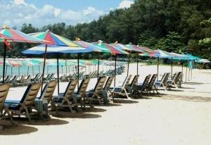 spasateli predupredili ob opasnosti kupaniya na plyajah phuketa Спасатели предупредили об опасности купания на пляжах Пхукета