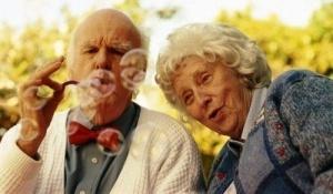 92 letnyaya jenshina sbejala iz doma prestarelyh radi otdyha s boifrendom 92 летняя женщина сбежала из дома престарелых ради отдыха с бойфрендом
