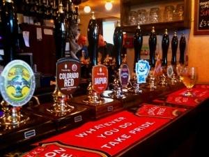 angliiskie bary napomnyat o vrede alkogolya Английские бары напомнят о вреде алкоголя