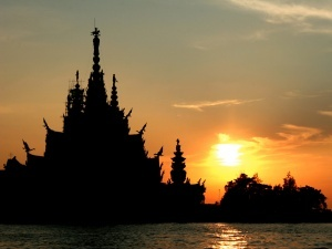 rossiiskii turist povesilsya v tailande iz za neschastnoi lyubvi Российский турист повесился в Таиланде из за несчастной любви