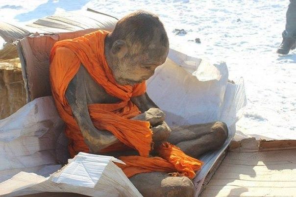 pochemu uchenye schitayut chto mumiya monaha jiva 2 Почему ученые считают, что мумия монаха жива?