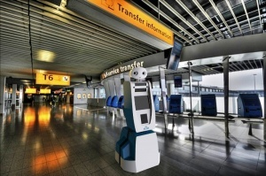 v aeroportu amsterdama zavelsya robot В аэропорту Амстердама завелся робот