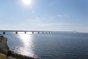 soedinyayushii shveciyu i daniyu most zakryt iz za migrantov Соединяющий Швецию и Данию мост закрыт из за мигрантов
