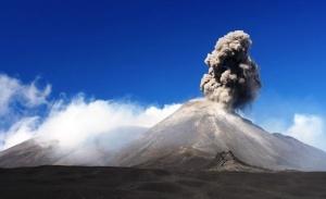 strashno krasivo na sicilii prosnulsya vulkan etna Страшно красиво. На Сицилии проснулся вулкан Этна