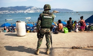 armiya vozmet plyaji akapulko pod kruglosutochnuyu ohranu Армия возьмет пляжи Акапулько под круглосуточную охрану