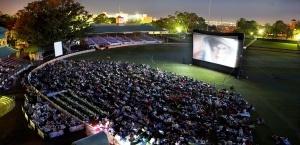 kinoteatry pod otkrytym nebom otkroyutsya v moskve cherez mesyac Кинотеатры под открытым небом откроются в Москве через месяц