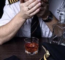 amerikanskii pilot upravlyal samoletom v netrezvom vide Американский пилот управлял самолетом в нетрезвом виде
