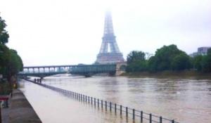 v parije navodnenie luvr zakryt В Париже наводнение. Лувр закрыт