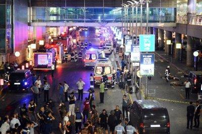 v aeroportu stambula podorvalis dva smertnika novost obnovlyaetsya 2 В аэропорту Стамбула подорвались два смертника. Новость обновляется