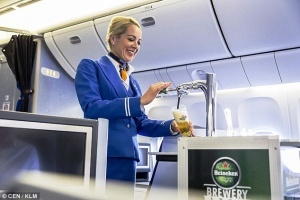 klm pervoi v mire predlojit passajiram razlivnoe pivo «КЛМ» первой в мире предложит пассажирам разливное пиво