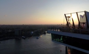v amsterdame otkrylis samye vysokie kacheli evropy В Амстердаме открылись самые высокие качели Европы