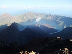 izverjenie vulkana v indonezii stalo prichinoi massovoi evakuacii turistov Извержение вулкана в Индонезии стало причиной массовой эвакуации туристов