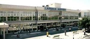 dve rossiyanki arestovany za napadenie na policeiskogo v aeroportu larnaki Две россиянки арестованы за нападение на полицейского в аэропорту Ларнаки