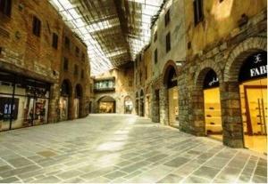 autlet klassa delyuks v stile toskanskogo gorodka otkrylsya v dubae Аутлет класса делюкс в стиле тосканского городка открылся в Дубае