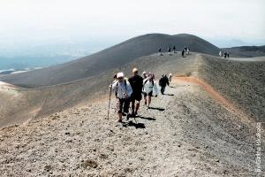 na sicilii nachalos izverjenie etny На Сицилии началось извержение Этны