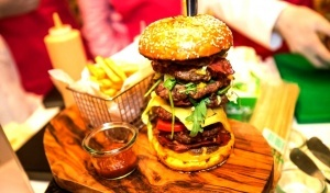 samyi dorogoi burger v mire stoit 10 tysyach dollarov Самый дорогой бургер в мире стоит 10 тысяч долларов