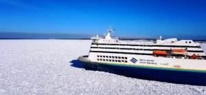 passajirskii parom zastryal vo ldah okolo poberejya kanady Пассажирский паром застрял во льдах около побережья Канады