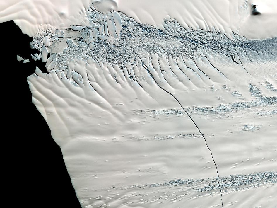 ot antarktidy otkololas glyba razmerom s gorod От Антарктиды откололась глыба размером с город