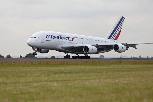 Air France priglashaet za kulisy podgotovki A380 k poletu Air France приглашает за кулисы подготовки A380 к полету
