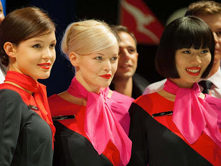 Qantas prezentoval novuyu uniformu Qantas презентовал новую униформу