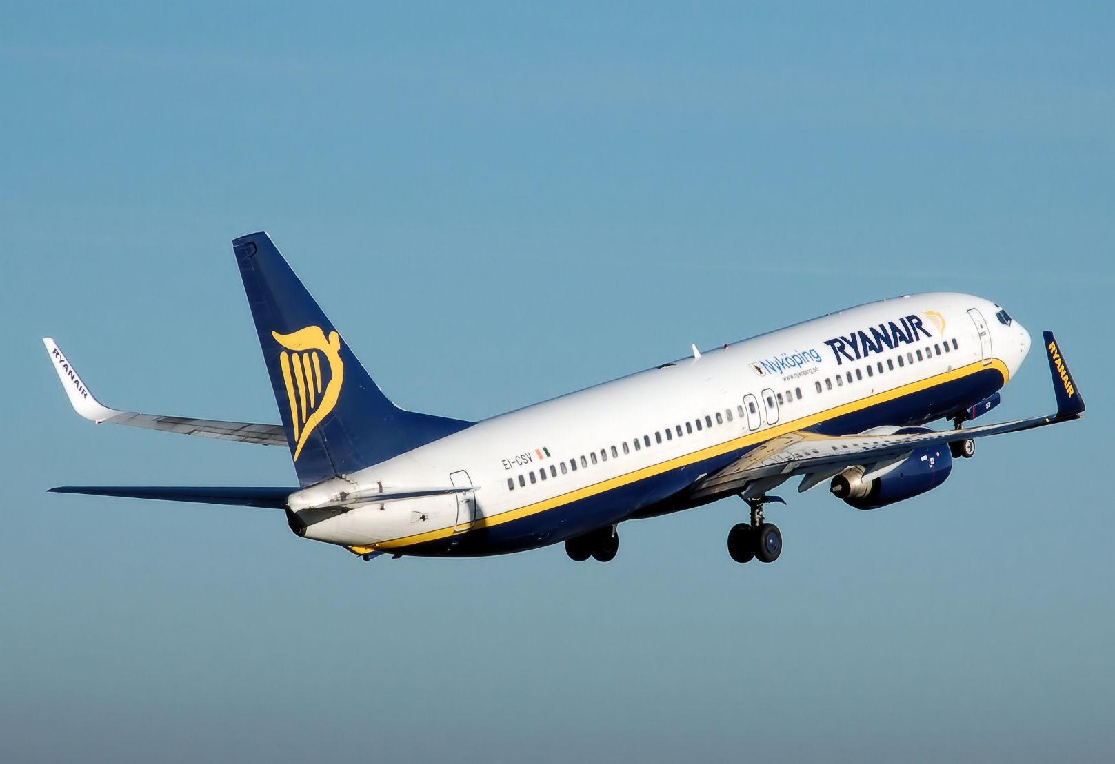 Ryanair vzyal na rabotu 19 letnego pilota Ryanair взял на работу 19 летнего пилота