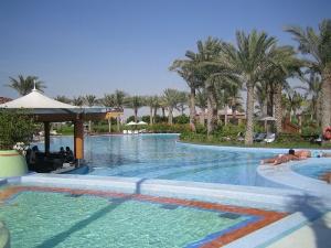 abu dabi planiruet prinyat v 2014 godu svyshe treh millionov turistov Абу Даби планирует принять в 2014 году свыше трех миллионов туристов