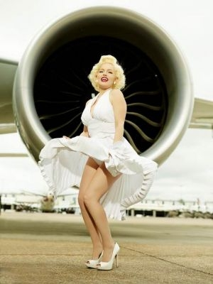 britancy vidyat v merilin monro idealnuyu styuardessu Британцы видят в Мэрилин Монро идеальную стюардессу