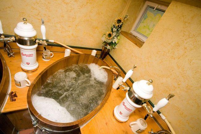 cheshskii otel predlagaet rasslabitsya v pivnoi vanne Чешский отель предлагает расслабиться в пивной ванне