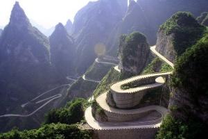 doroga v nebo – samyi opasnyi marshrut kitaya Дорога в Небо – самый опасный маршрут Китая