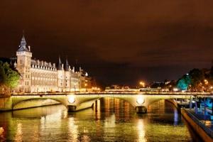 Франция приняла больше всех туристов в 2013 году
