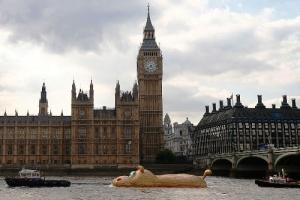 gigantskii begemot poselilsya v temze Гигантский бегемот поселился в Темзе