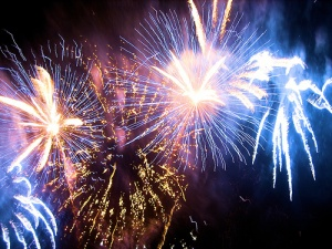 gostei liguriiskogo poberejya italii jdet seriya krasochnyh feierverkov Гостей Лигурийского побережья Италии ждет серия красочных фейерверков