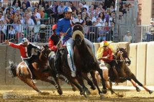italyanskii gorodok asti gotovitsya k ejegodnomu konnomu turniru Итальянский городок Асти готовится к ежегодному конному турниру
