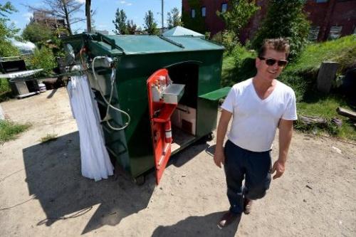 jitel nyu iorka prevratil musornyi konteiner v kvartiru Житель Нью Йорка превратил мусорный контейнер в квартиру