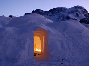 ledyanye oteli Igloo Village nachali rabotu v shveicarii i andorre Ледяные отели Igloo Village начали работу в Швейцарии и Андорре