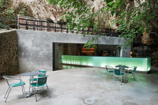 na maiorke otkrylsya bar v peshere На Майорке открылся бар в пещере