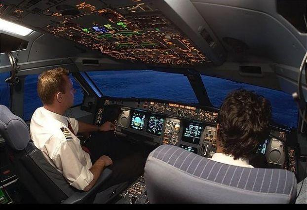 na odnom iz reisov Air India zaklinilo dver v kabinu pilotov На одном из рейсов Air India заклинило дверь в кабину пилотов