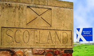 na shotlandskoi granice ustanovili pasportnyi kontrol v shutku На шотландской границе установили паспортный контроль. В шутку