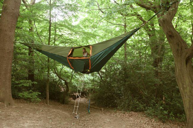 otel velikobritanii predlagaet turistam zanochevat v podvesnoi palatke Отель Великобритании предлагает туристам заночевать в подвесной палатке