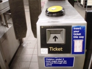 proezd v londonskom metro mojno budet oplatit s pomoshyu smartfona Проезд в лондонском метро можно будет оплатить с помощью смартфона